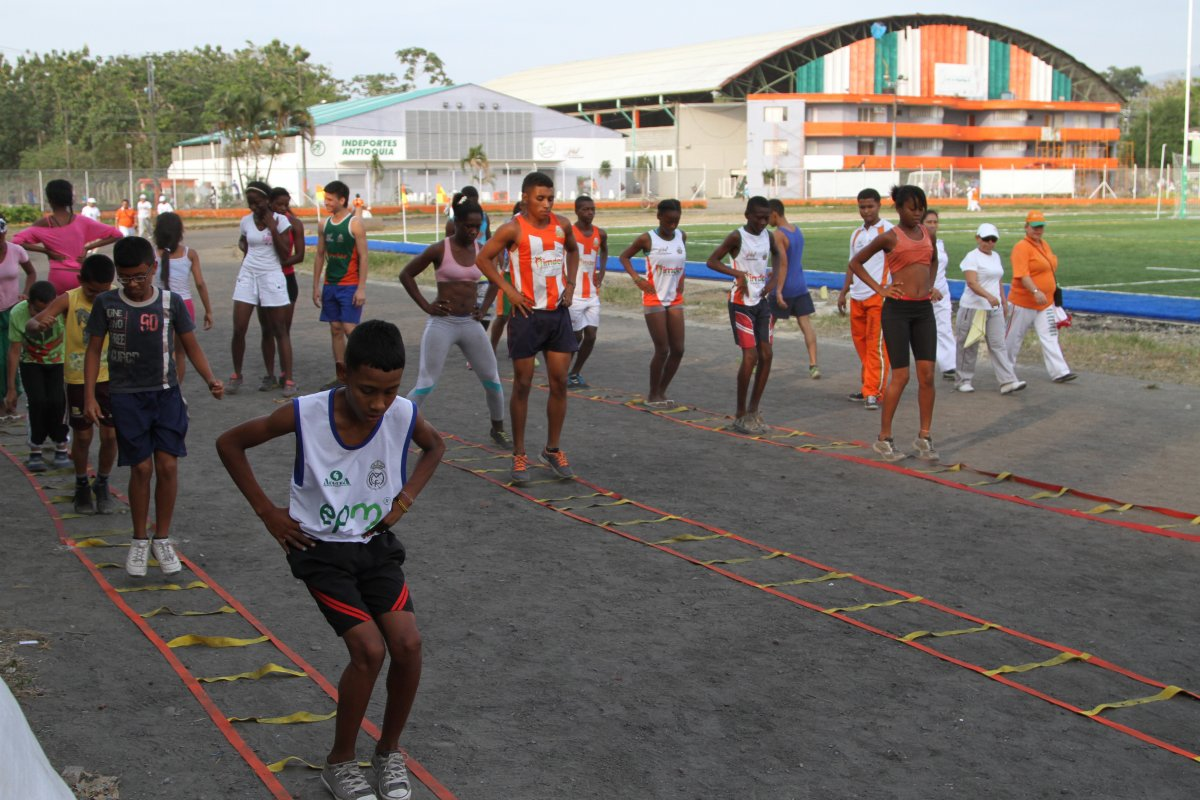 iniciación y formación deportiva Indeportes Antioquia